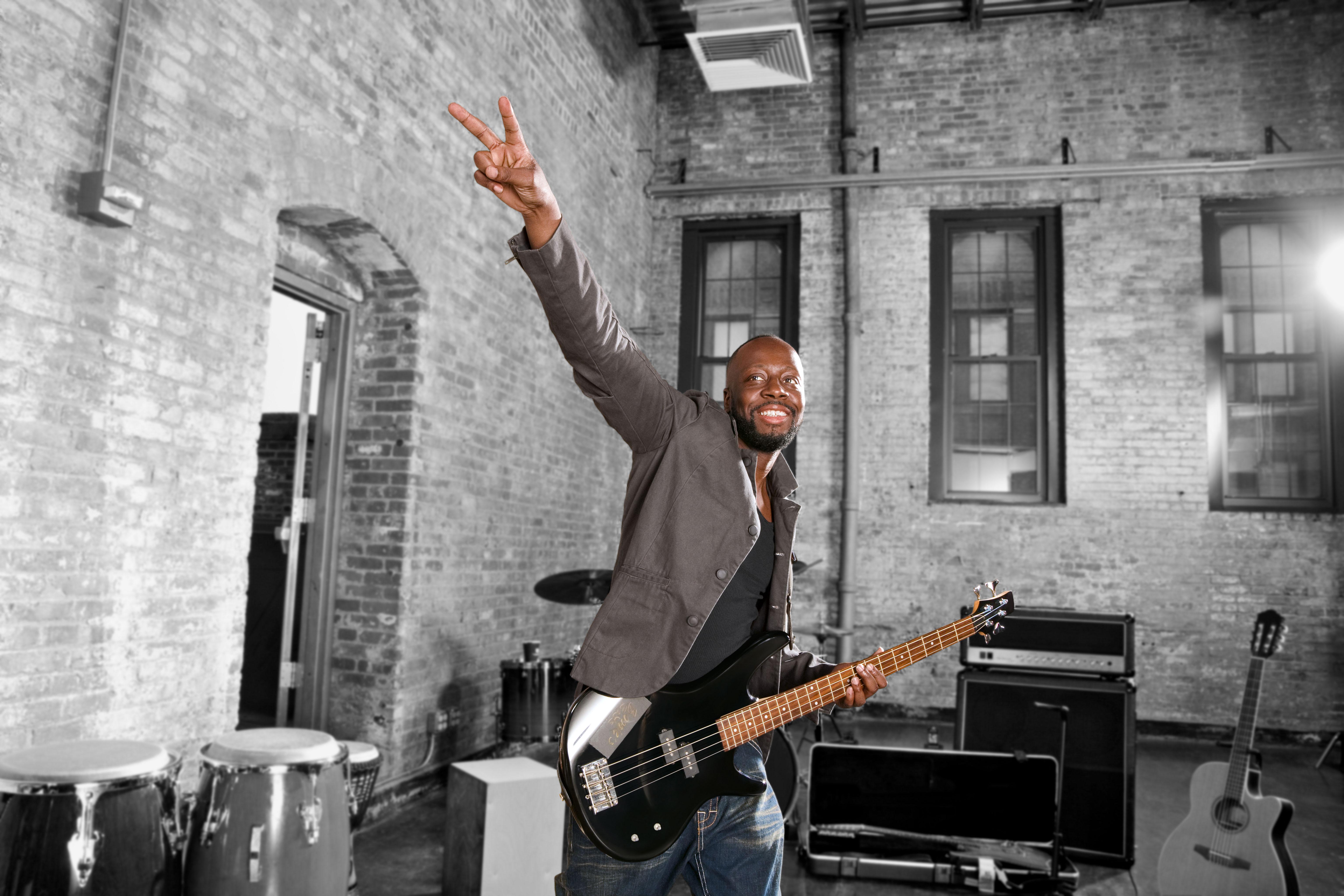 Wyclef_Guitar03_300dpi